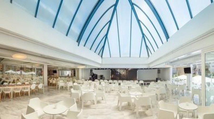 ТВ-зал и развлекательные шоу Villa Luz Family Gourmet & All Exclusive Отель Плая-де-Гандия